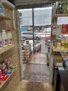 Полосовые завесы в продуктовом магазине